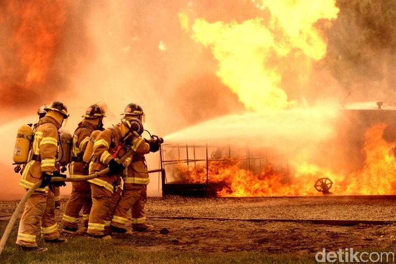 Kebakaran Permukiman Padat di Radio Dalam, 60 Pemadam Dikerahkan
