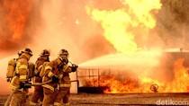 Kios Kayu di Jl Soekarno-Hatta Bandung Terbakar, 13 Unit Damkar Dikerahkan