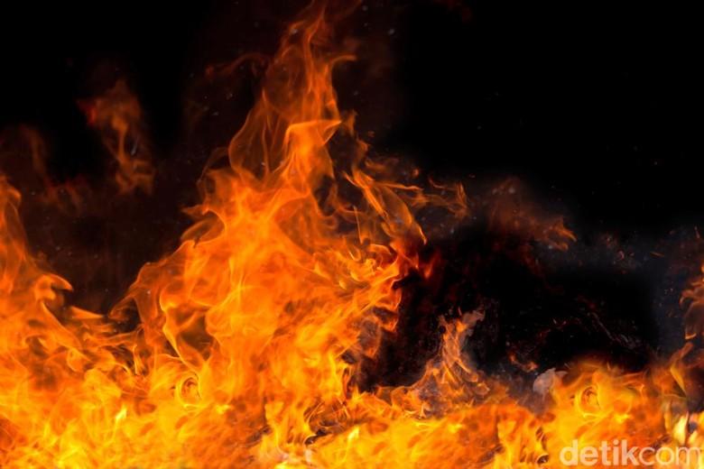 Motor Terbakar di Wihara Penjaringan Jakarta Utara
