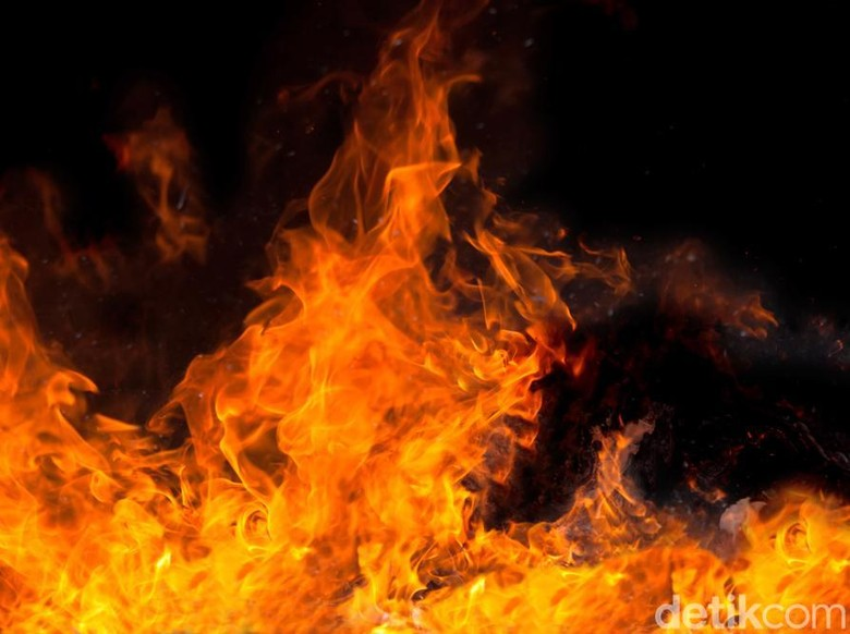 Pom Bensin di Cipayung Jaktim Terbakar, 7 Unit Damkar Dikerahkan