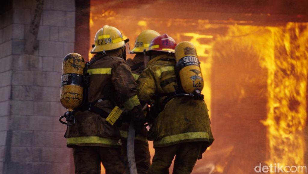 Kebakaran Rumah di Jaktim, 12 Mobil Damkar Dikerahkan
