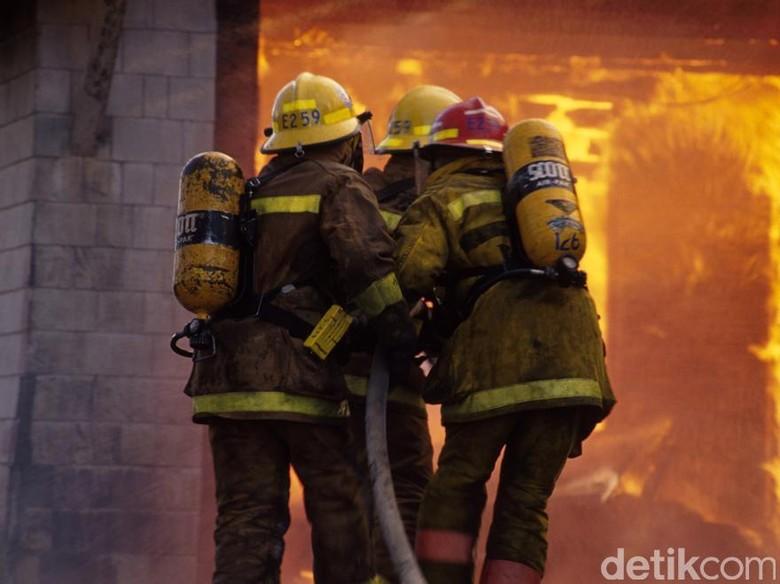 Kebakaran Rumah di Senen Jakpus, 15 Unit Damkar Dikerahkan
