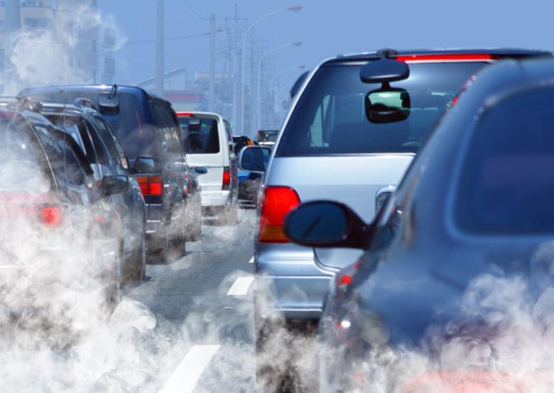 Kemacetan lalu lintas yang menyumbang polusi udara.