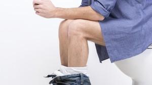 Ini Sebabnya Jangan Nongkrong di Toilet Lebih dari 15 Menit
