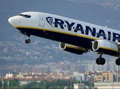 Kehausan, Penumpang Pesawat Hampir Ditangkap Karena Minta Air