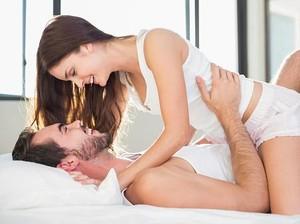 8 Cara Seksi untuk Memancing Hasrat Bercinta Pasangan