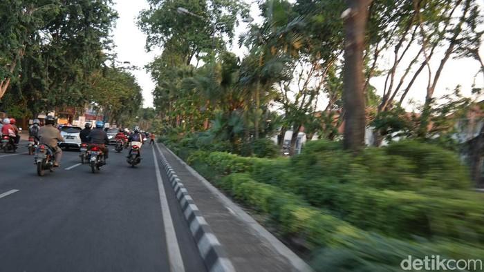 Jalan Raya Darmo, Surabaya