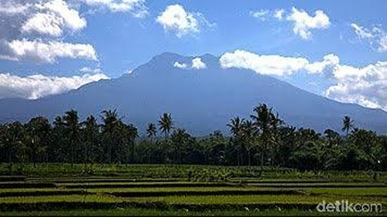 Status Siaga Gunung Raung dan Cerita tentang Mangkuk Raksasa