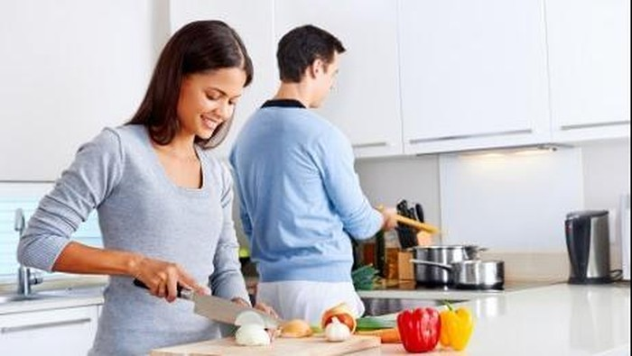 Makan jangan asal kenyang, pastikan nutrisinya seimbang (Foto: thinkstock)