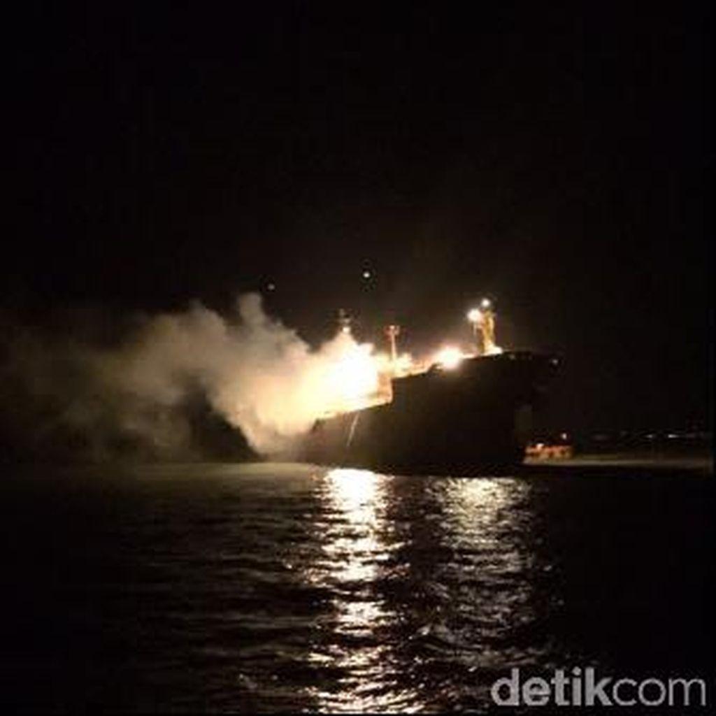 KM Santika Nusantara Angkut 111 Penumpang Terbakar di Perairan Masalembu