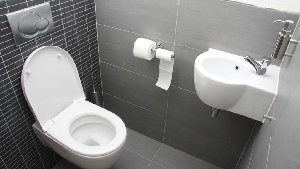 Iseng Pakai Dudukan Toilet di Kepala, Balita Ini Dilarikan ke Rumah Sakit