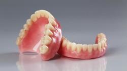 Ini yang Harus Dipersiapkan Sebelum Pasang Gigi Palsu