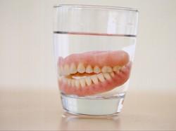 Alasan Memakai Gigi Palsu, Paling Banyak karena Keropos