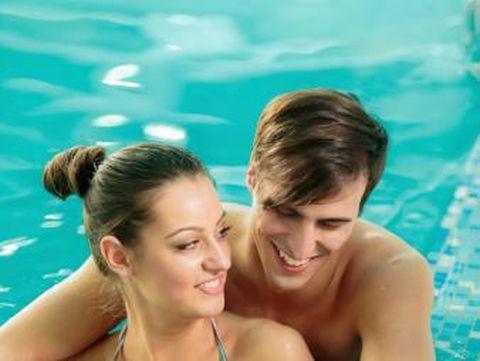 5 Risiko Kesehatan Bercinta di Dalam Air