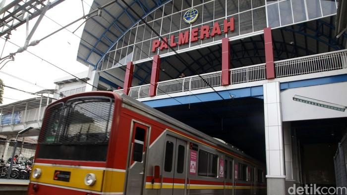 Revitalisasi Stasiun Palmerah, Jakarta, telah rampung, Senin (6/7/2015). Revitalisasi stasiun itu menelan biaya Rp 36 miliar. Ini penampakan Stasiun Palmerah setelah direvitalisasi. Hasan Alhabshy/detikcom.