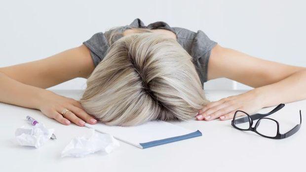 Ilustrasi tubuh seorang wanita yang sedang lemas