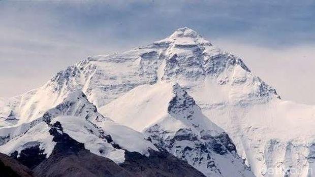 Puncak Gunung Cartenz