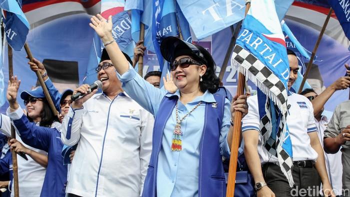Ani Yudhoyono saat melepas rombongan pemudik pada 2015 (Foto: Rachman Haryanto)