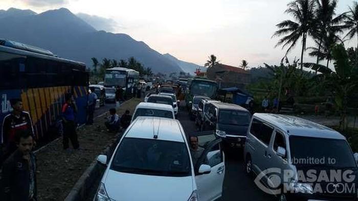 Tips menghindari stres saat terjebak kemacetan. Foto: Irfan (pasangmata.com)