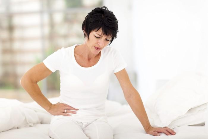 Meski tidak terjadi pada semua orang, makan pedas dapat menyebabkan perut kram. Hal ini karena capsaicin menyerang neurotransmitter yang menyebabkan kontraksi perut. Foto: thinkstock