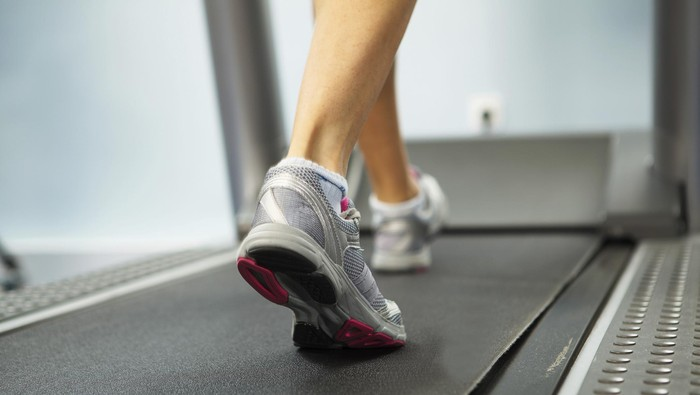 Ilustrasi jalan kaki di atas treadmill (Foto: thinkstock)