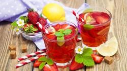 Waspada, Kebanyakan Minum Es Saat Berbuka Bisa Picu Nyeri Perut