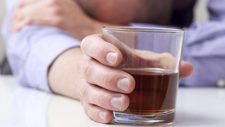 pemabuk minum alkohol