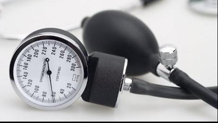 Pada pasien hipertensi yang mengalami komplikasi atau gangguan pada organ lain jika ingin berpuasa ada baiknya untuk konsultasikan ke dokter. Foto: thinkstock
