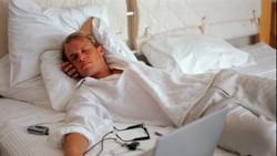 Sulit tidur atau insomnia bisa sangat mengganggu produktivitas. Untuk bisa tidur lebih cepat dan nyenyak, terapkan 6 langkah berikut ini.