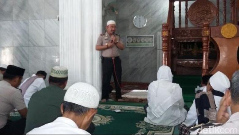 Doakan Tolikara, Polisi dan Ratusan Massa FPI di Tangerang Gelar Istigosah
