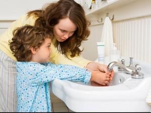 Agar Stres Ibu Berkurang, Ini Waktu yang Tepat Ajarkan Anak Bertanggungjawab