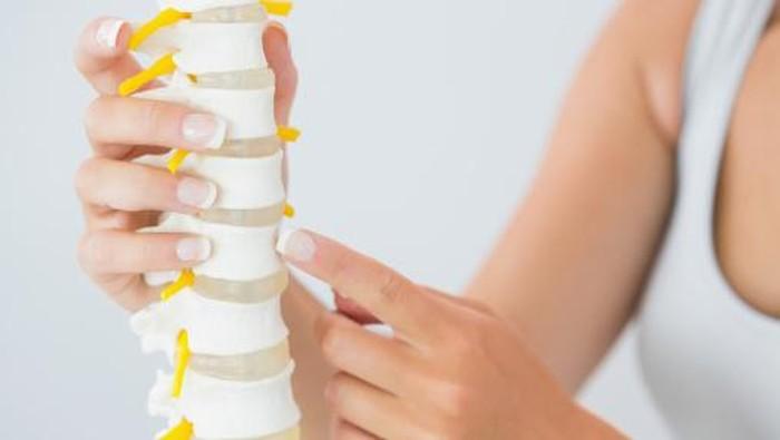 Osteoporosis bisa diidap pria dan wanita. (Foto: thinkstock)