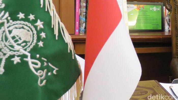 Ilustrasi Bendera RI dan NU di kantor PBNU.