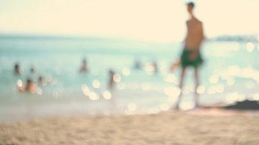 Memalukan, Pasangan Mesum Saat Pantai Ramai Turis