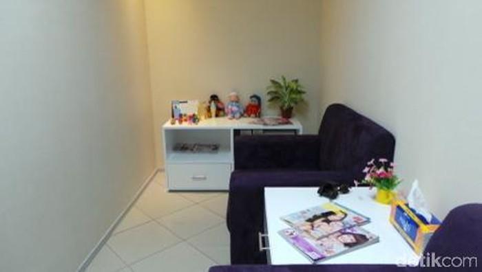 Ilustrasi ruang laktasi di lingkungan kantor. Foto: Radian Nyi Sukmasari