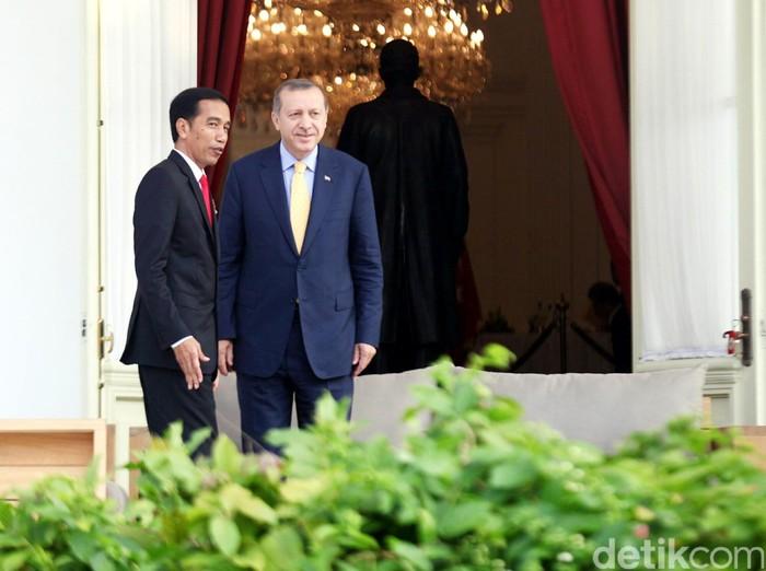 Presiden Turki Recep Erdogan menemui Presiden Jokowi di Istana Merdeka, Jakarta, Jumat (31/7/2015). Dalam kunjungan kenegaraan ini dibahas tentang kerja sama ekonomi, isu terorisme dan perkembangan konflik timur tengah serta akan ada penerbangan langsung dari Istambul ke Jakarta dan Denpasar. Agung Pambudhy/detikcom.