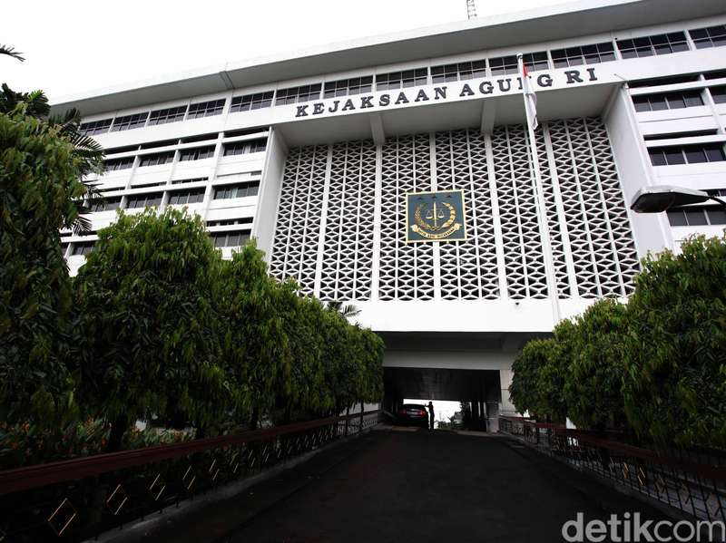 Kejagung Tangkap Buronan Kasus Korupsi Eddi Warlis di Padang