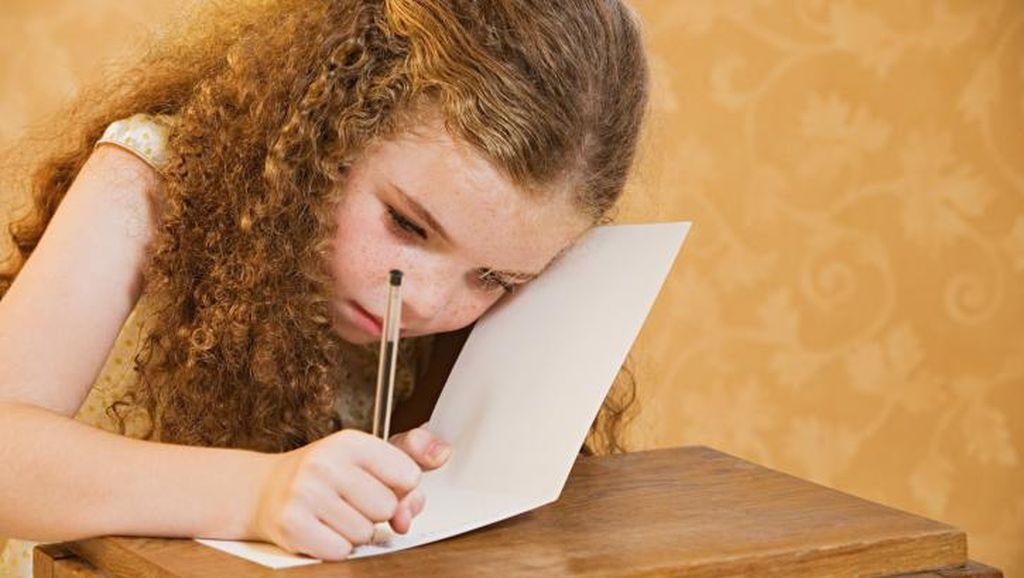 Hai Bunda, Begini Triknya untuk Melatih Anak Menulis