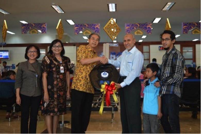 32 Tahun Jadi Nasabah, Kamil Hasan Akhirnya Dapat Mercedes-Benz C-Class