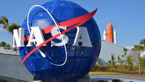 NASA mengajak Stephen Curry mengunjungi Johnson Space Center.