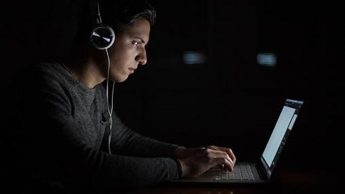 Domain internet yang terdaftar tercatat sudah tembus 348 juta lebih. Foto: Getty Images