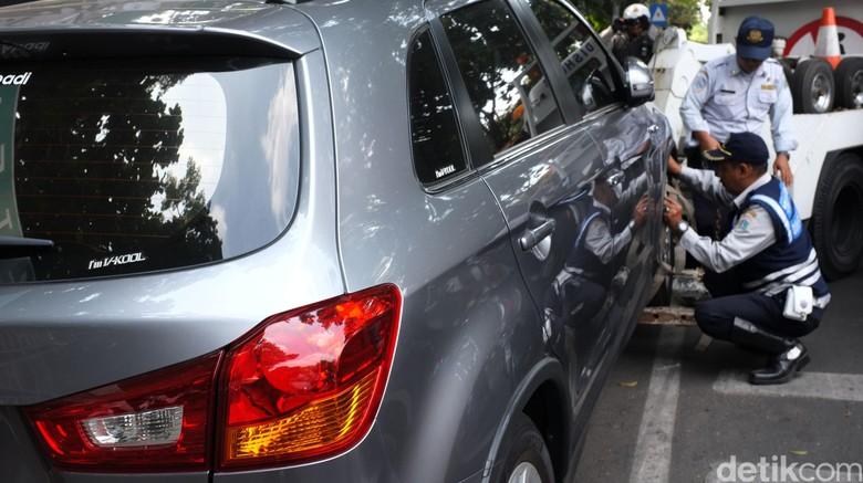 Beli Mobil Harus Sertakan Surat Keterangan Punya Garasi, Setuju? Foto: Dikhy Sasra