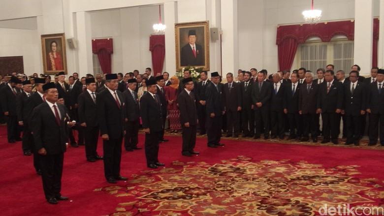 Jokowi Beri Tanda Kehormatan ke 46 Orang, dari Paloh Sampai Goenawan Mohamad