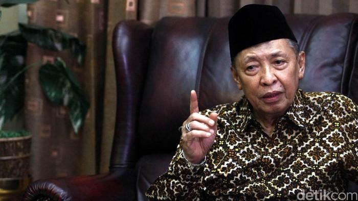 Mantan Wakil presiden Hamzah Haz saat berbincang bersama detikcom dikediamannya, Jakarta, Kamis (13/08/2015). Grandyos Zafna/detikcom