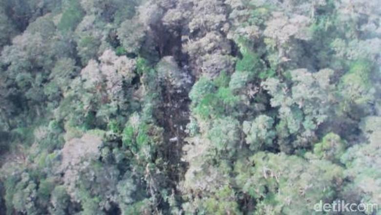Ikut Pencarian, Warga Temukan Serpihan Pesawat Trigana Air