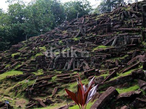 Tentang Gunung Padang, Situs Prasejarah yang Disambangi Kapolda Jabar