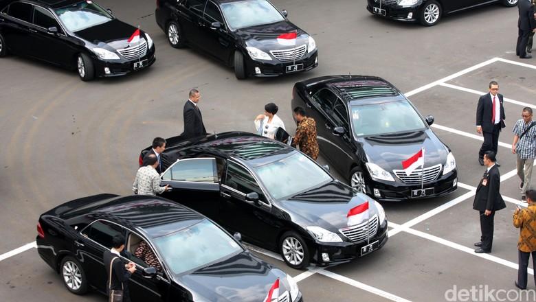 Mobil Menteri Kabinet Kerja Foto: Lamhot Aritonang