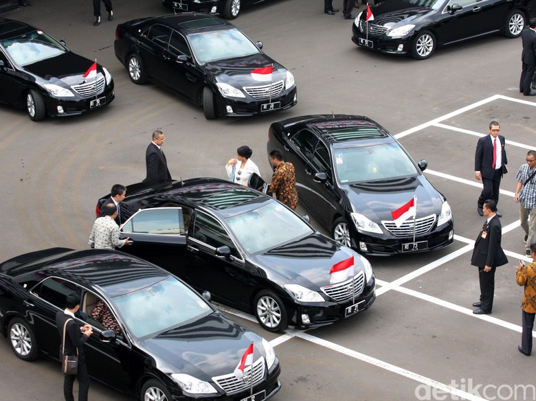 Kontroversi Mobil Baru untuk Menteri