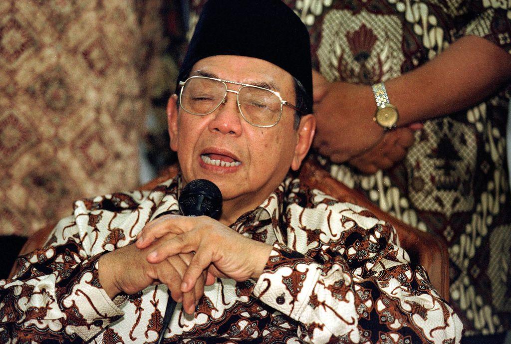 Kiai Haji Abdurrahman Wahid, akrab dipanggil Gus Dur (lahir di Jombang, Jawa Timur, 7 September 1940  meninggal di Ciganjur, 30 Desember 2009 pada umur 69 tahun)[1] adalah tokoh Muslim Indonesia dan pemimpin politik yang menjadi Presiden Indonesia yang keempat dari tahun 1999 hingga 2001.