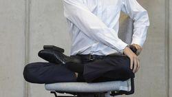 Yoga Tanpa Meninggalkan Meja Kerja? Bisa Kok, Begini Caranya